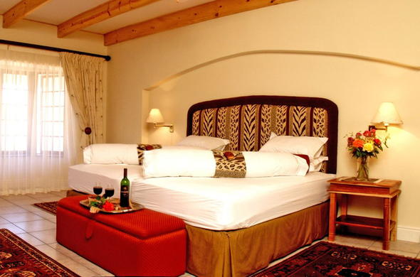 The interior of the cosy bedroom at Altes Landhaus Country Lodge.