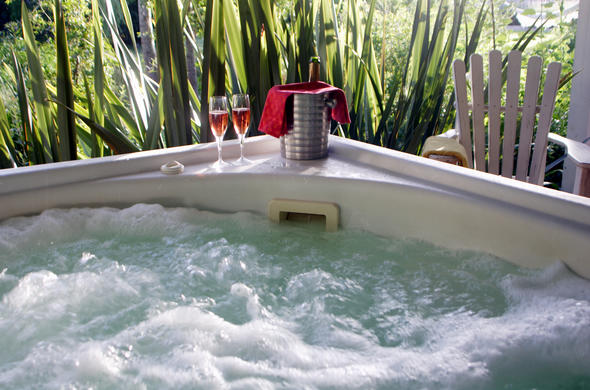 Bloomestate Luxury Retreat jacuzzi.