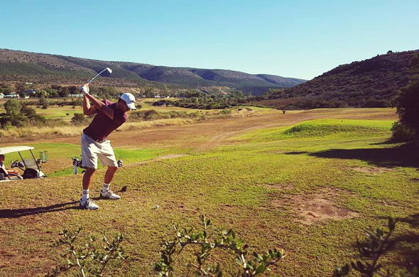 Golfer playing at Bushman Sands.
