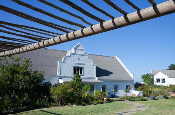 Exterior view of Fynbos ridge country house and cottages.