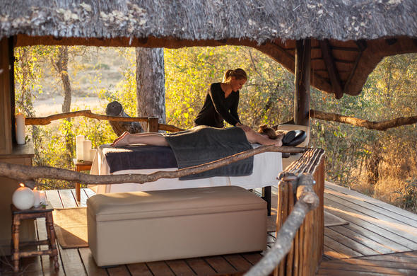 Garonga Safari Camp has a bush spa.