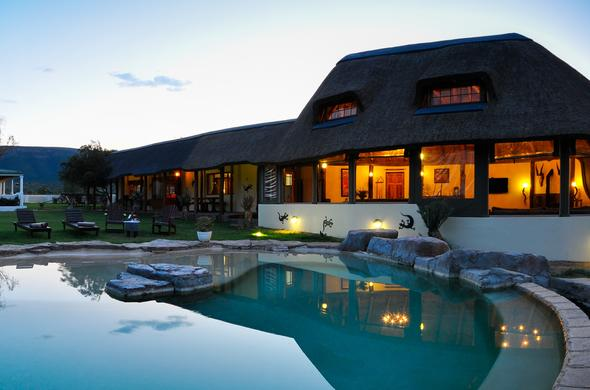 Koffylaagte Game Lodge poolside.