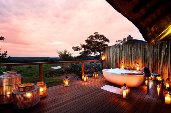 Mhondoro Game Lodge romantic bath on deck.