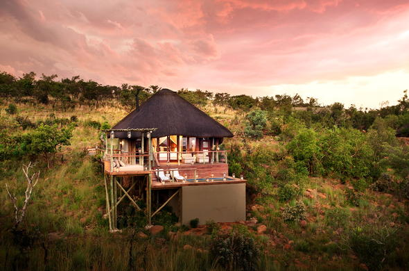 Honeymoon Suite at Mhondoro Game Lodge in Limpopo.