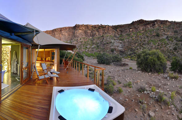 Exterior of Dwyka Tented Lodge with plunge pool.