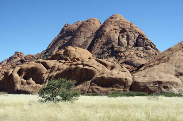 Explore the rock formations of Spitzkoppe.